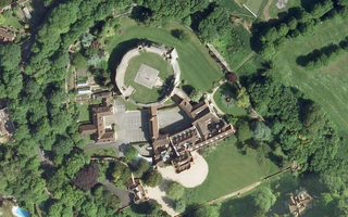 Farnham Castle (©2012 Google )