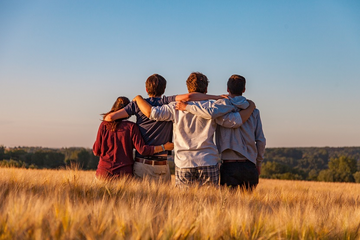 rear view of unknown persons in field (Dim Hou on unsplash.com)